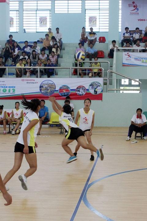 Giải Bóng chuyền SVTQ Toyota: Quyết liệt từng pha bóng ảnh 1
