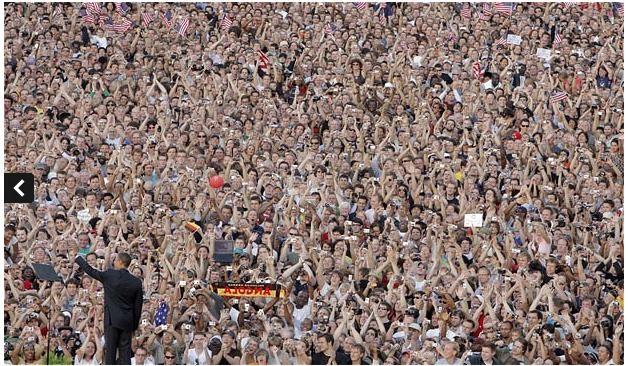 Ngày 24 tháng 7 năm 2008: Ứng viên tổng thống Mỹ, ông Obama đứng trước đám đông tại thủ đô Berline, Đức nhân chuyến thăm nước này
