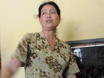 Bà Bùi Thị Huyền – vợ ông Đỗ Xuân Kiệm, chủ tiệm vàng kể lại sự việc với phóng viên