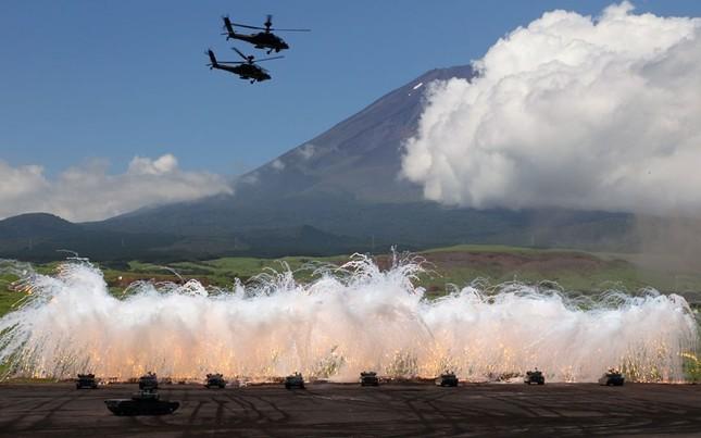 Hàng chục xe tăng và trực thăng tham gia tập trận trong ngày 21-8 tại chân núi Phú Sĩ