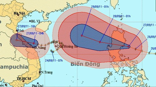 Vị trí tâm bão số 4 sáng nay, và bão Nesat trên biển Đông - Nguồn: Trung tâm Dự báo khí tượng thủy văn trung ương
