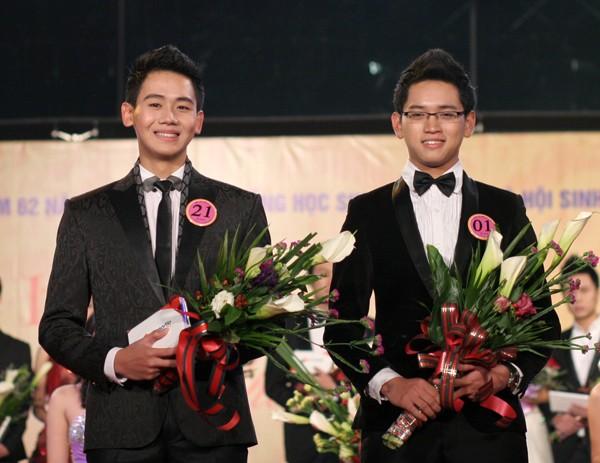 Hai nam thí sinh đạt giải nhì: Mạnh Quân (SBD 21,Viện Đại học Mở) và Nguyễn Trọng Huy (SBD 01, ĐH Khoa học Xã hội và Nhân văn)