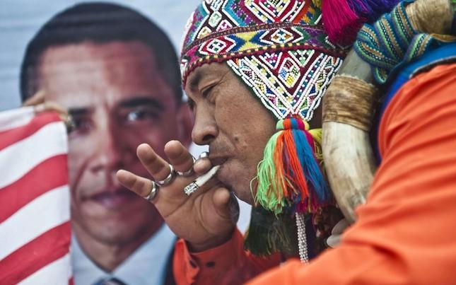 Một vị pháp sư tại Peru vừa thực hiện nghi lễ dự đoán kết quả bầu cử tổng thống Mỹ năm 2012 tại San Cristobal. Ông cũng cầu mong rằng ông Obama sẽ giành chiến thắng trong cuộc bầu cử lần này