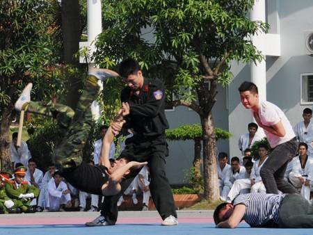 Cảnh sát dự bị đặc nhiệm luyện võ, chống khủng bố ảnh 16