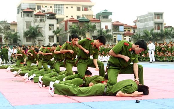 Xem lính trẻ luyện võ ảnh 4