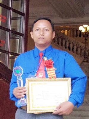 Phú Đoan nhận giải thưởng Lương Định Của