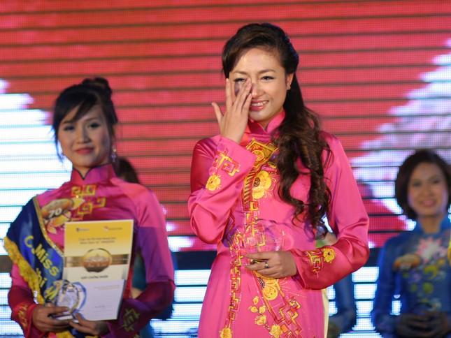 Thanh Tuyền xúc động khi trở thành Hoa khôi
