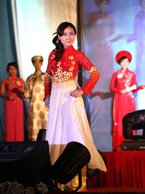 Phạm Thị Ninh mang tới nét duyên dáng con gái
