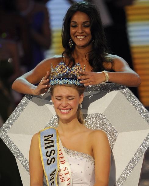Giây phút đăng quang của Tân hoa hậu Thế giới ảnh 1