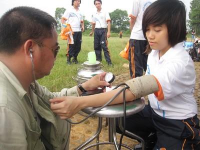Kiểm tra sức khỏe trước khi lên máy bay Ảnh: Trọng Phú