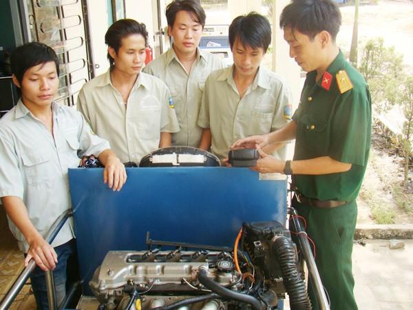 Dạy nghề cho bộ đội xuất ngũ tại trường CĐ nghề số 8
