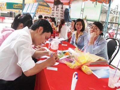 Ngày hội việc làm ở TPHCM ngày 24-10. Ảnh: Trần Như Quỳnh