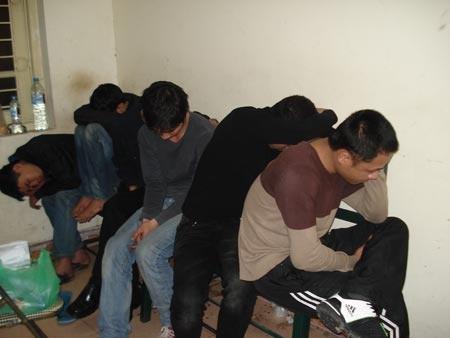 Các đối tượng sử dụng ma túy tổng hợp bị bắt giữ trong một vụ án
