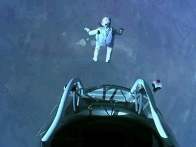 Felix Baumgartner thực hiện cú nhảy từ không gian