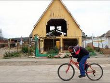 Người dân chạy bổ ra đường khi động đất
