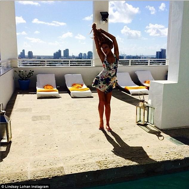 Lindsay Lohan khoe dáng 'nuột' với áo tắm gợi cảm ảnh 6