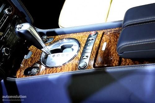 """Bentley mang """"hàng hiệu"""" tới triển lãm Detroit ảnh 14"""