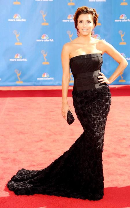 Và cuối cùng, nhưng không có nghĩa là kém đẹp nhất là bộ đầm của ngôi sao Eva Longoria. Dưới đôi tay tài ba của nhà thiết kế Robert Rodriguez, bộ váy xứng đáng là một kiệt tác thời trang