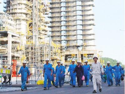 Công nghiệp tiếp tục vai trò đầu tàu của nền kinh tế