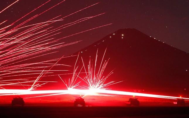 Hình ảnh pháo nổ trong đêm 21-8