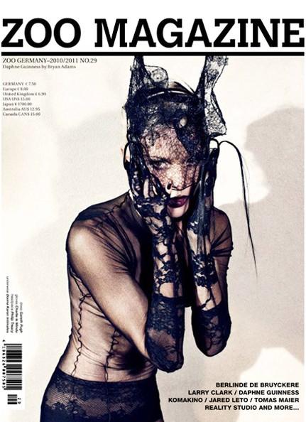 Bìa tạp chí Zoo, người mẫu thể hiện Daphne Guinness, nhiếp ảnh gia Bryan Adams