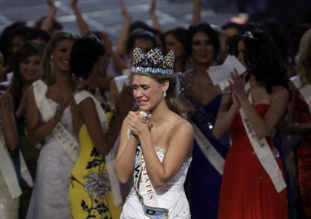 Giây phút đăng quang của Tân hoa hậu Thế giới ảnh 7