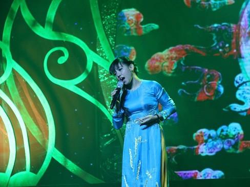 Nữ ca sĩ Tân Phương