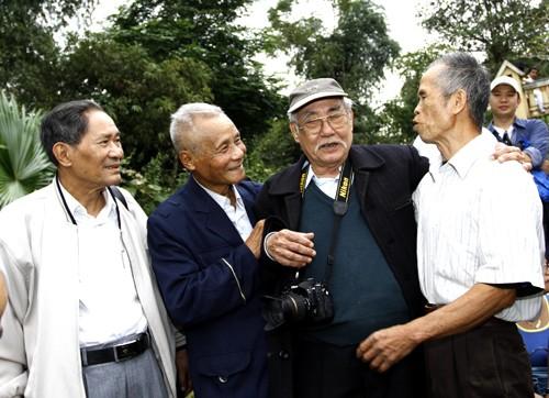 Những người thuộc thế hệ đầu tiên của báo gặp lại những người từng sát cánh với báo Tiền Phong những năm tháng trụ sở báo trên bản Dõn