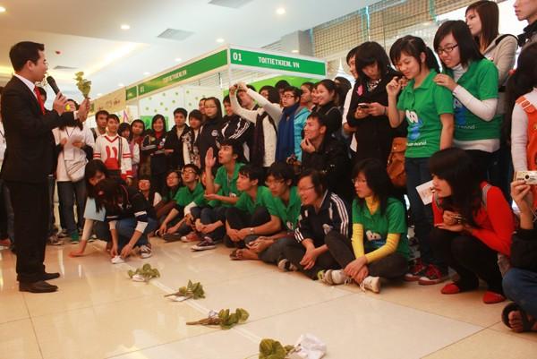 """Hoa hậu Ngọc Hân tham gia """"Ngày hội Sống Xanh 2011"""" ảnh 2"""