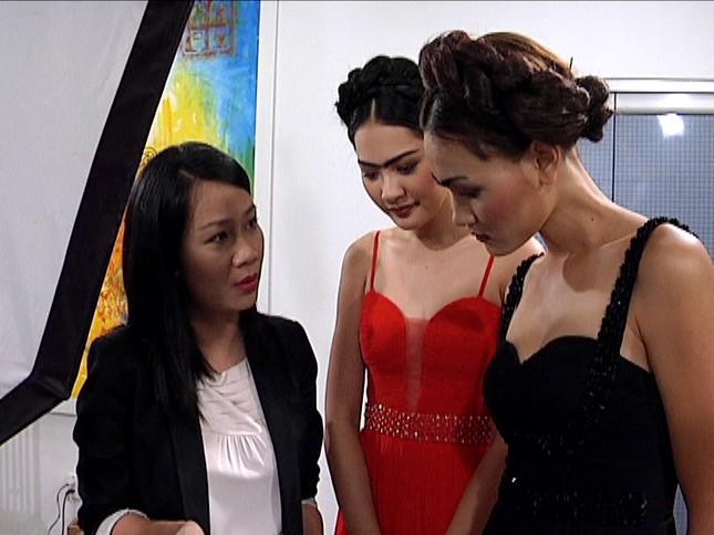 Thùy Trang làm việc với hoa hậu Hương Giang
