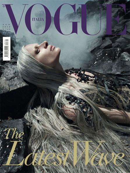 Tạp chí Vogue phiên bản Ý, siêu mẫu thể hiện Kristen McMenamy, nhiếp ảnh gia Steven Meisel