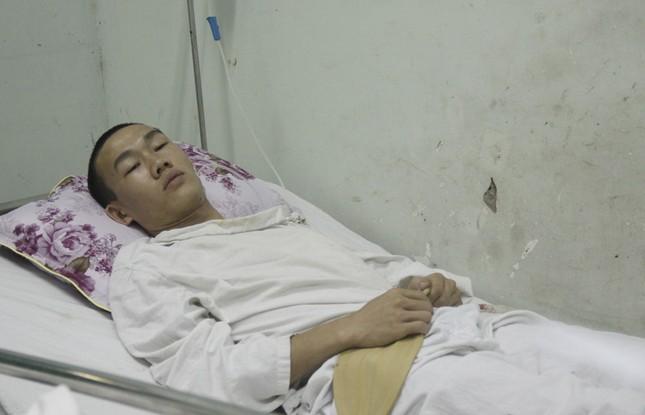 Bệnh nhân Hiền bị thương nặng hơn nên vẫn phải nằm viện điều trị trong vài ngày tới