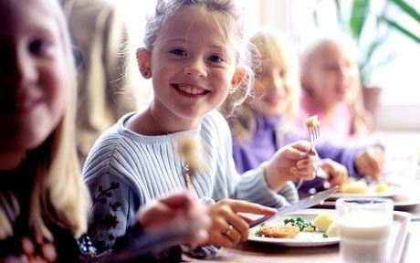 Năm học mới tưng bừng cho bé với dinh dưỡng thông minh ảnh 1