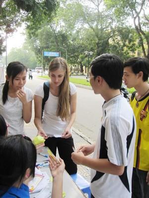 Sinh viên nước ngoài cũng tham gia
