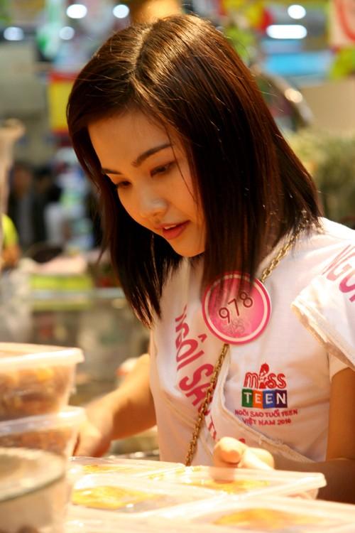 Cô gái từ Kiên Giang Bùi Trang Hồng Vân bị ô-mai Hà Nội cuốn hút