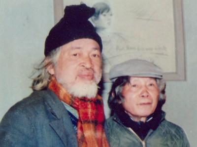 Thi sĩ Hoàng Trung Thông (trái) & họa sĩ Nguyễn Tư Nghiêm (ảnh tư liệu gia đình - chụp 1988)