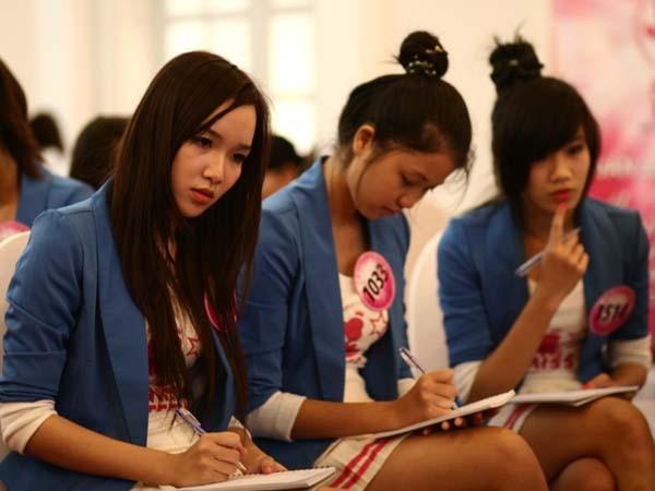 20 Miss Teen học cách làm duyên với đôi tay ảnh 9