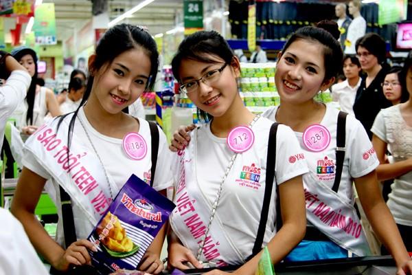 Nguyễn Thị Vi Trang, Phan Ngọc Anh,Bùi Diệu linh trước ống kính của