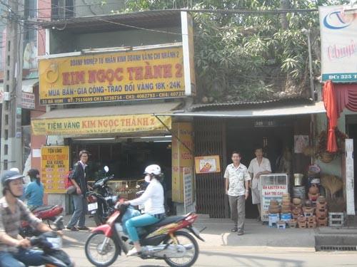 Tiệm vàng Kim Ngọc Thành 2 (quận Bình Tân - TPHCM) bị cướp vào tối 16-2-2011. Ảnh: Tân Tiến