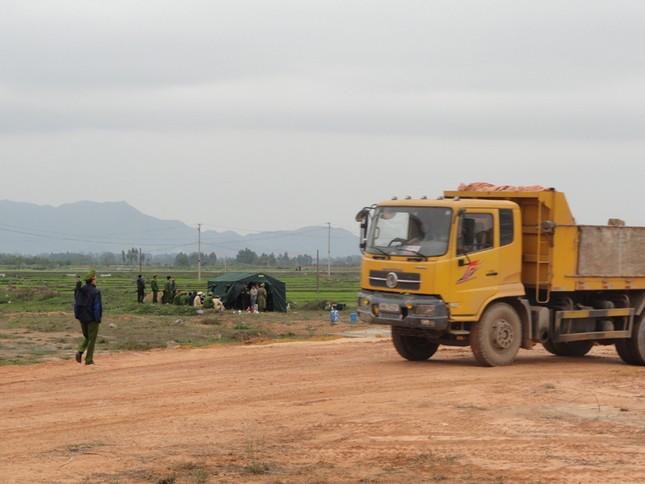 Cảnh sát phải cắm trại, bảo vệ thi công tuyến cao tốc Nội Bài-Lào Cai, đoạn đi qua xã Nam Viêm (TX Phúc Yên, Vĩnh Phúc)