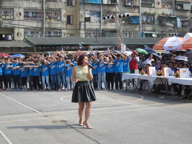 Nhiều ca sĩ như Hoàng Hải, Văn Mai Hương được các bạn trẻ yêu quý