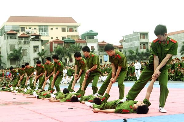Xem lính trẻ luyện võ ảnh 3