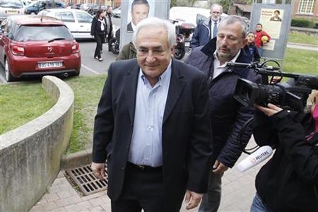 Cựu giám đốc IMF Dominique Strauss-Kahn gây xôn xao dư luận vì có hành vi quấy rối tình dục