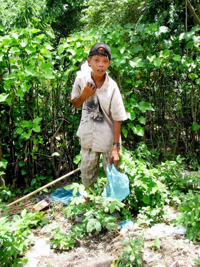Ksor Khiên, nhặt rác nuôi gia đình