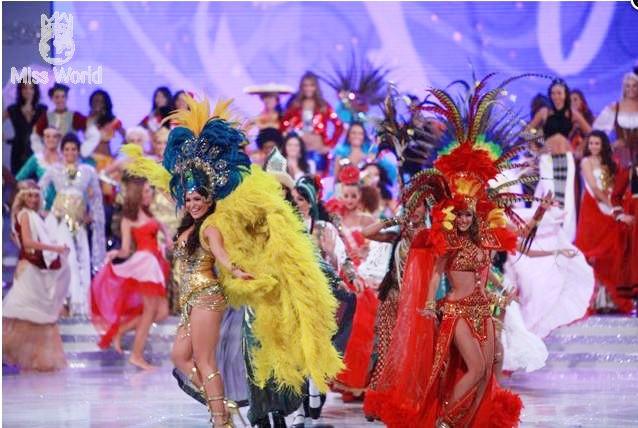 Các thí sinh trong trang phục dân tộc khai mạc Miss World 2010 ảnh 1
