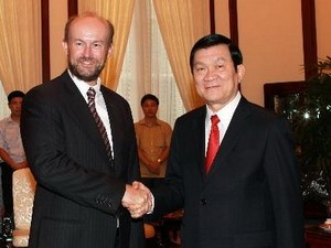 Chủ tịch nước Trương Tấn Sang tiếp ông Allaster Cox, Đại sứ Australia tại Việt Nam. (Ảnh: Nguyễn Khang/TTXVN)