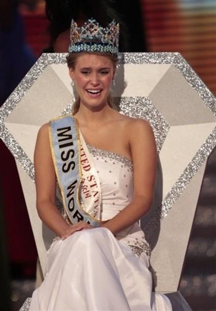Giây phút đăng quang của Tân hoa hậu Thế giới ảnh 2