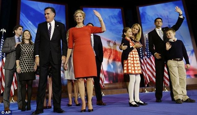 Đại gia đình ông Mitt Romney có mặt trên sân khấu