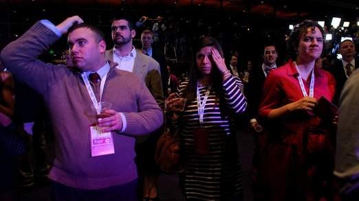 Người ủng hộ ông Mitt Romney buồn bã khi xem kết quả