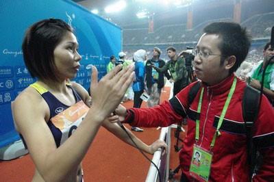 Vũ Thị Hương trả lời phỏng vấn sau khi đoạt HCB - Ảnh: Quang Huy/Thanh Niên